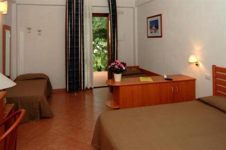 308_minerva-club-resort-club-hotel_camera-family.jpg