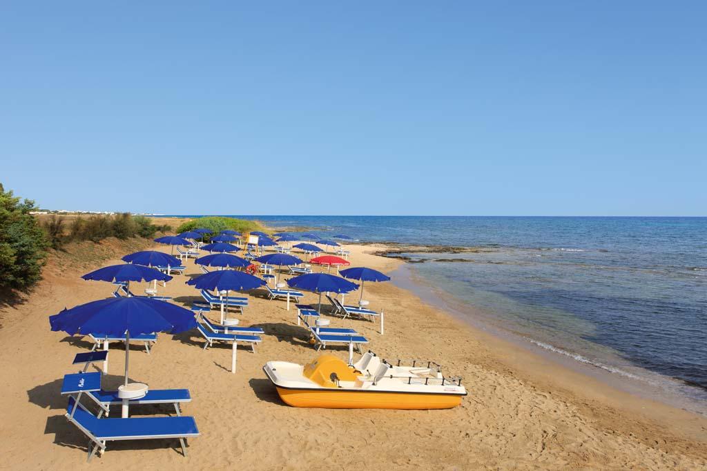 309_meditur-village-villaggio-chalet_meditur_spiaggia.jpg