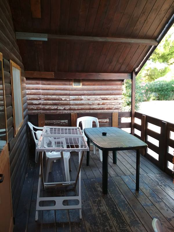 309_meditur-village-villaggio-chalet_villaggio_meditur_-_casette_in_legno_veranda.jpg