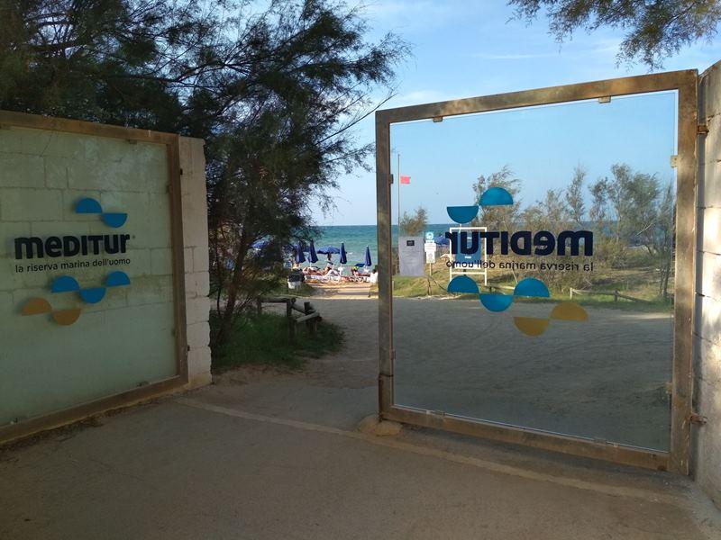 309_meditur-village-villaggio-chalet_villaggio_meditur_-_ingresso_spiaggia.jpg