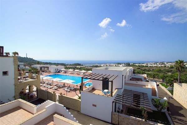 30_messapia-villaggio-hotel-resort_messapia_hotel_vista_piscina.jpg
