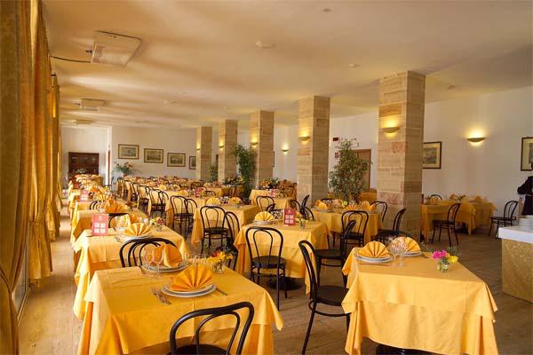 30_messapia-villaggio-hotel-resort_messapia_ristorante.jpg