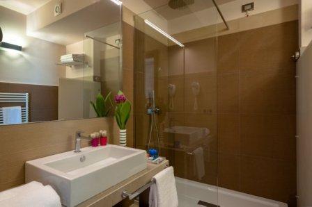 310_hotel-le-dune-porto-cesareo_ledunesuite-porto-cesareo-bagno.jpg