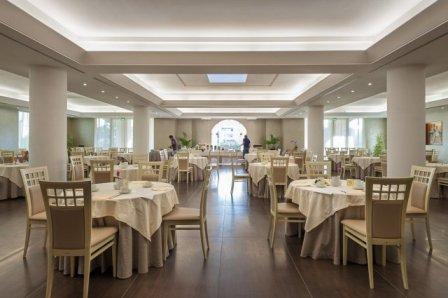 310_le-dune-suitel-hotel_ledunesuite_porto_cesareo_tavoli_ristorante.jpg