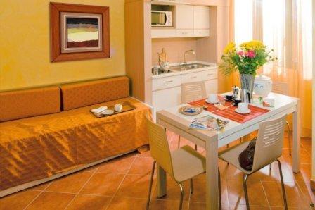314_baia-malva-resort_soggiorno_angolo_cottura.jpg