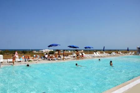315_torre-guaceto-resort_piscina2.jpg