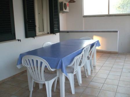 325_villetta-dandolo-02_villetta_dandolo_torre_san_giovanni_patio_esterno_2.jpg