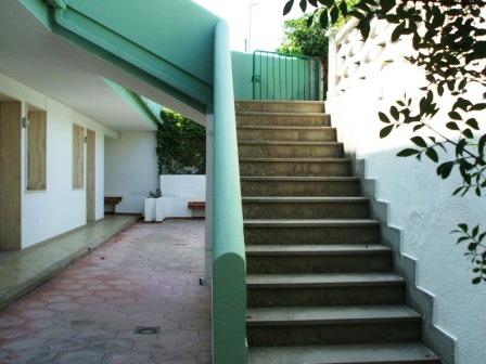 327_appartamenti-senigallia-011,-012,-014,-015_appartamenti_senigallia_mancaversa_cortile.jpg