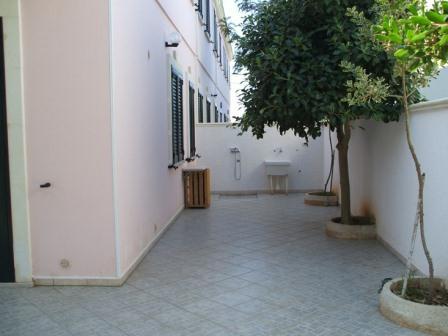 329_villetta-mare-verde-023_villetta_mare_verde_torre_san_giovanni_esterno_giardino.jpg