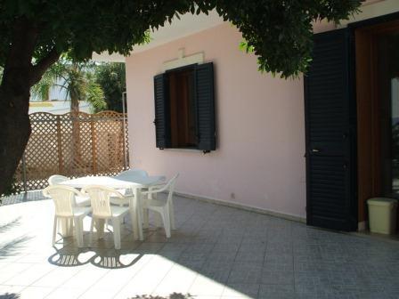 329_villetta-mare-verde-023_villetta_mare_verde_torre_san_giovanni_esterno_patio_2.jpg