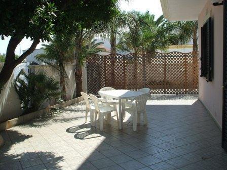 329_villetta-mare-verde-023_villetta_mare_verde_torre_san_giovanni_esterno_patio_3.jpg