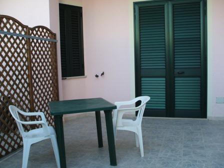 331_villetta-mare-verde-025_villetta_mare_verde_25_torre_san_giovanni_patio.jpg