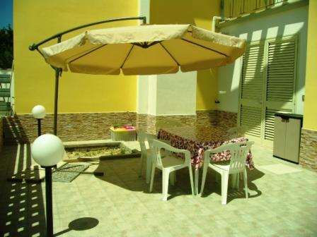 339_villetta-pirozzi_2_patio_esterno.jpg