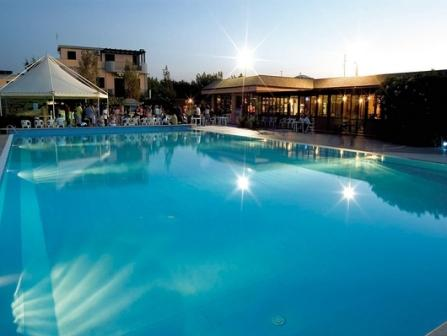 346_blue-marine-hotel-residence_3-piscina.jpg