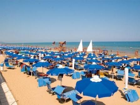 346_blue-marine-hotel-residence_6-spiaggia.jpg