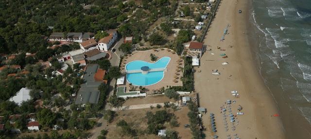 348_villaggio-camping-manacore_panoramica-spiaggia.jpg