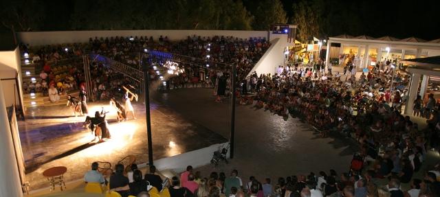 348_villaggio-camping-manacore_teatro.jpg