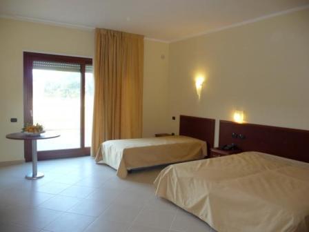358_hotel-village-orchidea-blu_5-camera-hotel.jpg