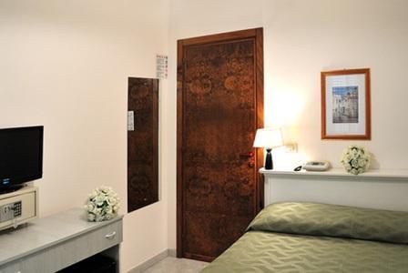 364_hotel-luna-lido_camera.jpg