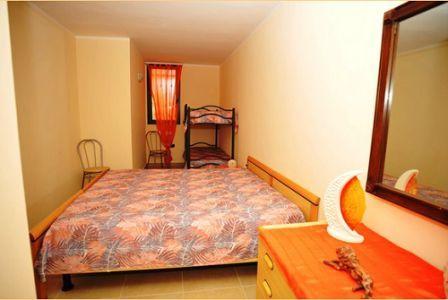 366_appartamenti-colle-azzurro_camera-letto.jpg