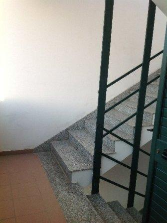 367_appartamento-elba-010_scala-esterna-appartamento-attico.jpg