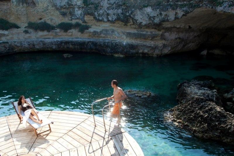 372_le-cale-d-otranto-beach-resort_grotta-naturale-nel-villaggio.jpg