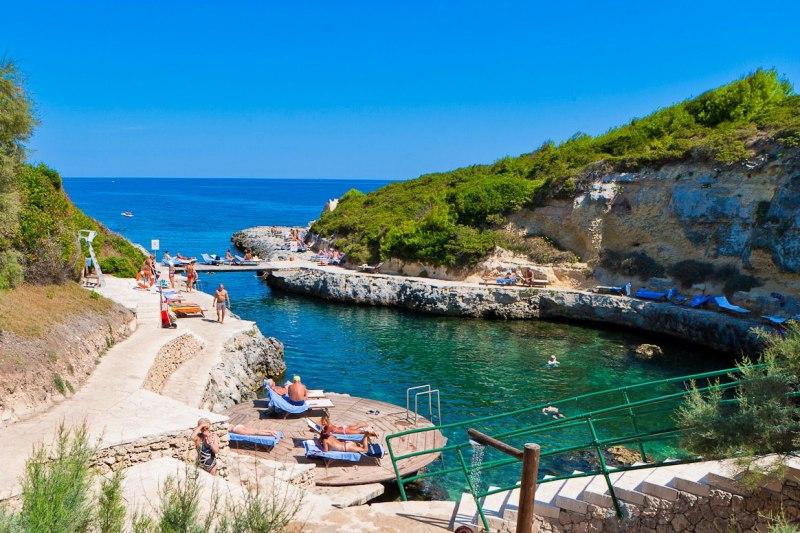 372_le-cale-d-otranto-beach-resort_piscina-naturale-villaggio3.jpg
