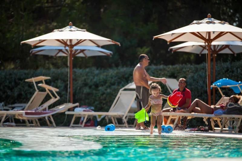 419_alborea-eco-lodge-suites_attrezzature-piscine.jpg