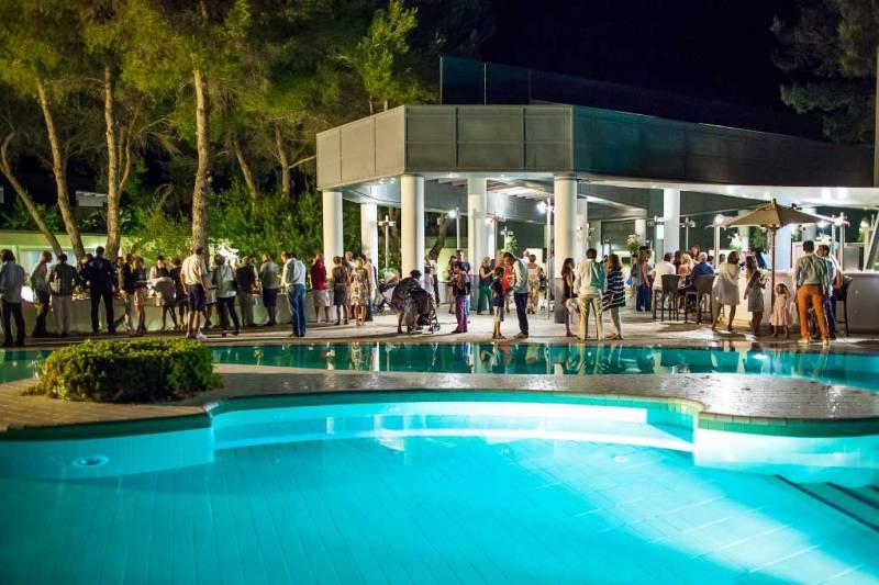 419_alborea-eco-lodge-suites_ristorante-in-piscina.jpg
