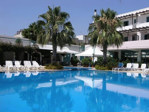 41_costa-del-salento-village-hotel_costa_del_salento_piscina2.jpg