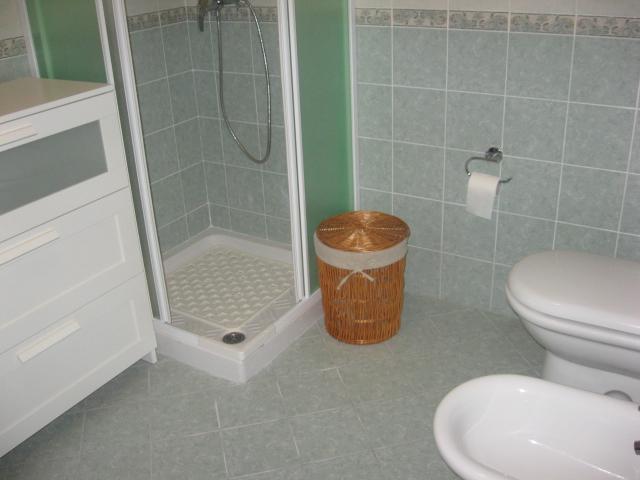 420_appartamento-rosmini-gallipoli-trilocale_bagno.jpg