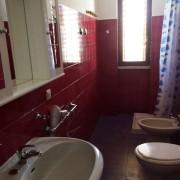 420_appartamento-rosmini-gallipoli-trilocale_bagno_bilocale.jpg
