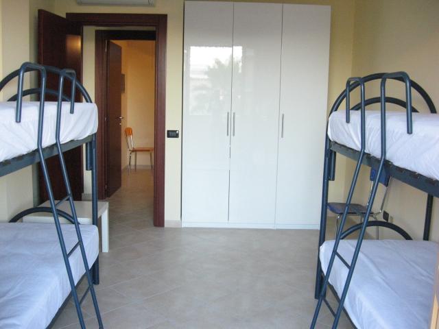 420_appartamento-rosmini-gallipoli-trilocale_cameretta-letti-castello.jpg
