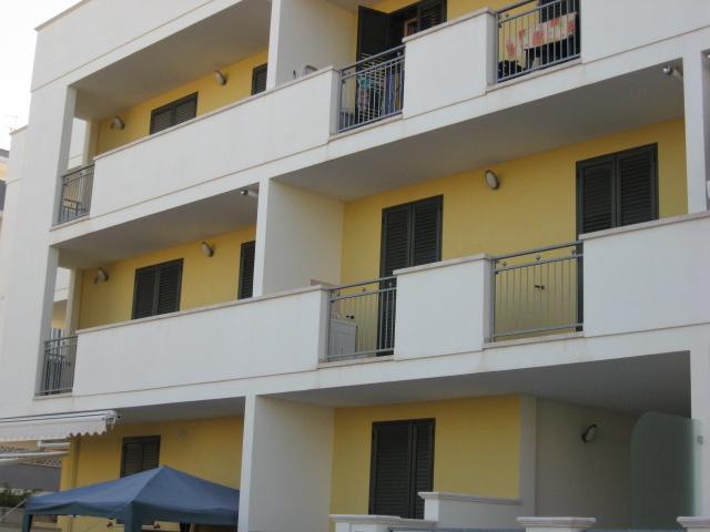 420_appartamento-rosmini-gallipoli-trilocale_prospetto2.jpg