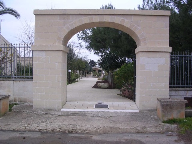 421_residence-a-frassanito-la-pineta-otranto_entrata.jpg