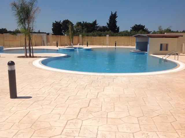 421_residence-a-frassanito-la-pineta-otranto_piscina-bar2.jpg