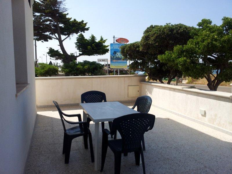 422_villetta-annibale-038-torre-san-giovanni_veranda.jpg