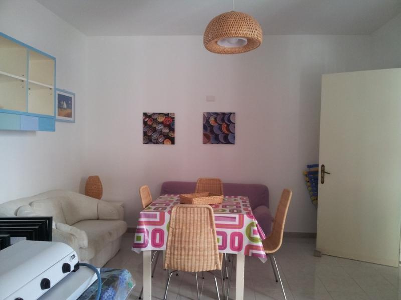 423_villetta-a-100-metri-dalla-spiaggia-a-porto-cesareo-d4_soggiorno2.jpg