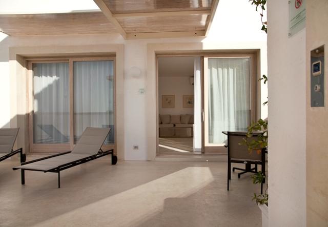 426_tenuta-furnirussi-serrano-grecia-salentina_suite-executive-terrazza.jpg