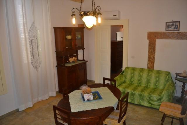 427_appartamenti-palmariggi-salento_soggiorno-granaio.jpg