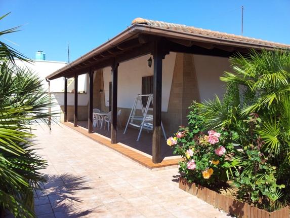Villa indipendente con ampio porticato zs07 sant 39 isidoro for Incredibili case a un piano