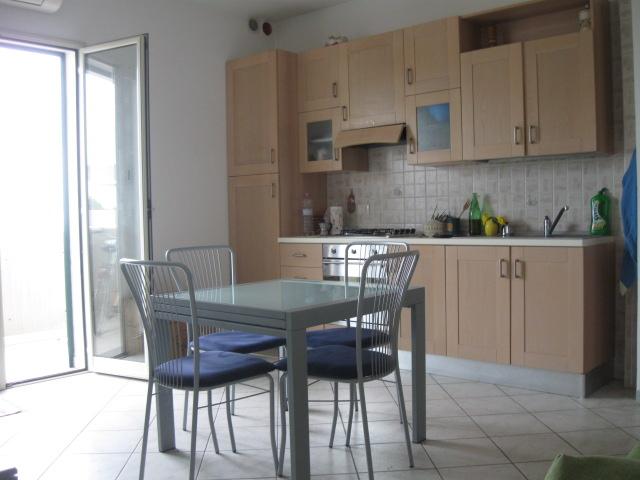 433_bilocale-mediterraneo-in-residence-a-gallipoli_soggiorno-cucina.jpg