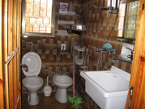 438_appartamento-il-pino-torre-suda_bagno.jpg