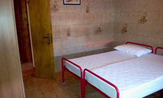 438_appartamento-il-pino-torre-suda_camera.jpg