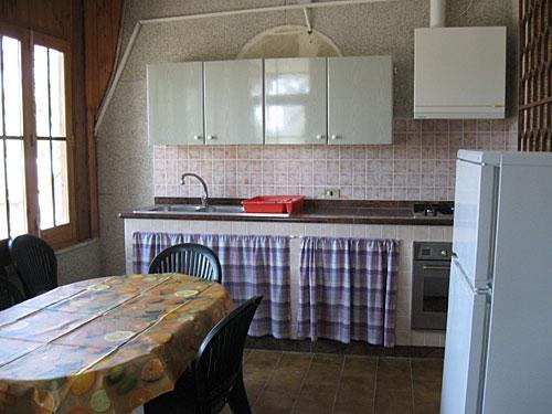 438_appartamento-il-pino-torre-suda_cucina.jpg