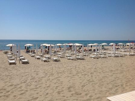 443_stella-maris-beach-hotel_ombrelloni.jpg