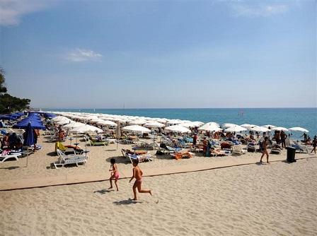 446_barcelo-floriana-village_spiaggia2.jpg