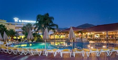 447_cormorano-exclusive-club-spa_piscina_sera.jpg