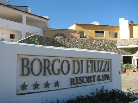 451_borgo-di-fiuzzi-resort-spa_entrata.jpg