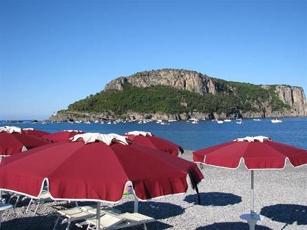 451_borgo-di-fiuzzi-resort-spa_ombrelloni.jpg